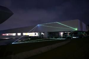 02 Carlo Bernardini Dimensioni Invisibili, 2015 Installazione ambientale in fibre ottiche, mt h 10 x 28  x 27. Oscar Niemeyer Museum, Bienal de Curitiba
