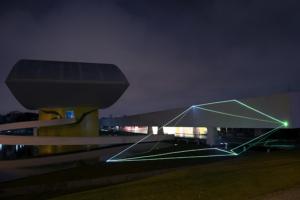 04 Carlo Bernardini Dimensioni Invisibili, 2015 Installazione ambientale in fibre ottiche, mt h 10 x 28  x 27. Oscar Niemeyer Museum, Bienal de Curitiba