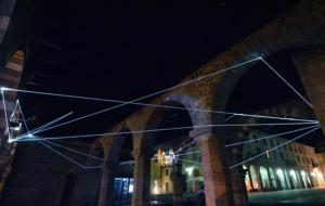 27 Carlo Bernardini Traiettorie Orbitali, 2016 Installazione in fibra ottica, h mt 6 x 10 x 15. Como, Palazzo del Broletto
