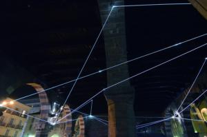 28 Carlo Bernardini Traiettorie Orbitali, 2016 Installazione in fibra ottica, h mt 6 x 10 x 15. Como, Palazzo del Broletto