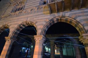 29 Carlo Bernardini Traiettorie Orbitali, 2016 Installazione in fibra ottica, h mt 6 x 10 x 15. Como, Palazzo del Broletto