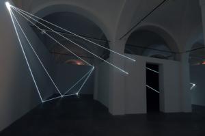 02 Carlo Bernardini Oltrelimite, 2016 Fibra ottica, dimensione ambiente, mt h 4,5 x 11 x 12. Mata, Ex Manifattura tabacchi, Modena