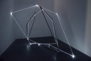07 Carlo Bernardini Oltrelimite, 2016 Fibra ottica, acciaio inox, dimensione ambiente, mt h 3 x 4 x 4,5. Mata, Ex Manifattura tabacchi, Modena