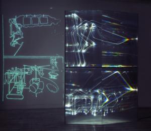 05 CARLO BERNARDINI, Fantasma di Duchamp 2009, Fibre ottiche, plexiglass, superficie OLF e videoproiezione, cm h 262x138x40. Museo d'arte, Villa Ciani, Lugano.