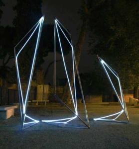 29 CARLO BERNARDINI, Linea di Luce 2003 Acciaio, fibre ottiche, mt h 4x2x5, Piazza del Campidoglio, Roma.
