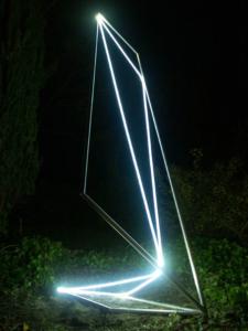 42 CARLO BERNARDINI, Spazio Permeabile 2003, Acciaio inox, fibre ottiche; mt h 4x2x1,5.