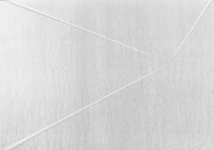 01 CARLO BERNARDINI, Divisione dell'Unità Visiva 1996, pigmenti in polvere acrilici bianchi e fosforo su tavola; cm h 91x128 (in luce reale).