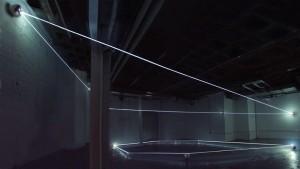 01 CARLO BERNARDINI, Event Horizon 2007; fibre ottiche, sfere in acciaio inox; mt h 4x13x10. New York, Swing Space, LMCC.