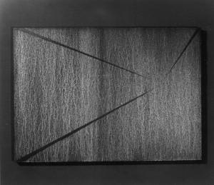 02 CARLO BERNARDINI, Divisione dell'Unità Visiva 1996, pigmenti in polvere acrilici bianchi e fosforo su tavola; cm h 91x128 (al buio).