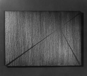 04 CARLO BERNARDINI, Divisione dell'Unità Visiva 1996, pigmenti in polvere acrilici bianchi e fosforo su tavola, cm h 91x128 (al buio).