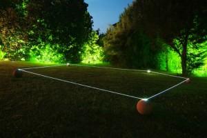 05 CARLO BERNARDINI, Orizzonte degli Eventi 2007, fibre ottiche, sfere in terracotta; mt h 0,50x15x12. Ariis di Rivignano (UD) Villa Ottello Savorgnan.