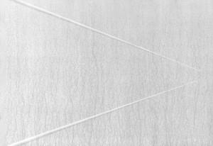 05 CARLO BERNARDINI, Superficie virtuale con linee di luce:ombra 1996, pigmenti in polvere acrilici bianchi e fosforo su tavola; cm h 70x100 (in luce reale).