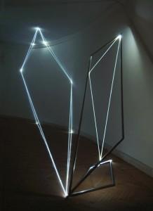 15 CARLO BERNARDINI, Catalizzatore di Luce 2005, fibre ottiche e acciaio inox, H mt 3x7x2; Roma, Accademia di S.Luca.