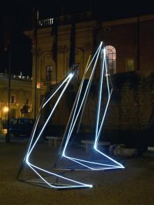 22 CARLO BERNARDINI, Linea di Luce 2003 Acciaio, fibre ottiche, mt h 4x2x5; Piazza del Campidoglio, Roma.