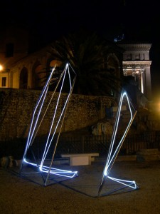 24 CARLO BERNARDINI, Linea di Luce 2003 Acciaio, fibre ottiche, mt h 4x2x5, Piazza del Campidoglio, Roma.