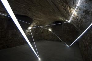 29 CARLO BERNARDINI, ACCUMULATORE DI LUCE 2008, Installazione ambientale in fibre ottiche, mt h 3x6x4; Triefenstein Homburg (Frankfurt), Kunst in Schloss Homburg.